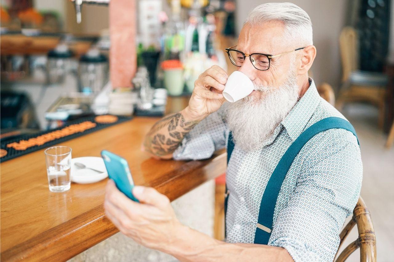 Quais os benefícios das redes sociais para idosos?