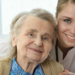 como-evitar-o-esgotamento-ao-cuidar-de-idosos